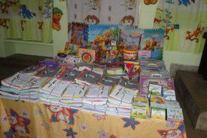 توزيع الكتب المدرسية على تلاميذ مدرسة ابن بسام الابتدائية بالدار البيضاء